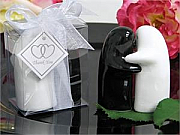 Romantic embracing couple Salt and Pepper shaker set